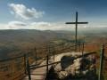 Kříž na Paličníku s výhledem na Bílý Potok